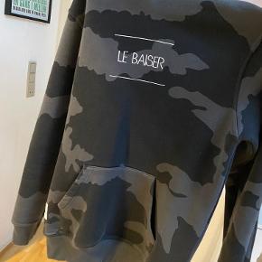 Le Baiser andet overtøj