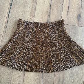 Fin nederdel str L fra envii, brugt en gang 😊