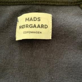 Lækker zipper fra Mads Nørgaard  Brugt men pæn stand  Str 6 år  Kan hentes i Fredericia eller sendes med posten