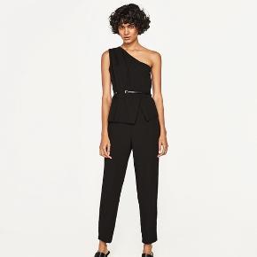 Lækker one shoulder buksedragt fra Zara.  Køber betaler ts gebyr