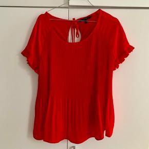 Vero Moda t-shirt str. L. 100 % polyester. Aldrig brugt.
