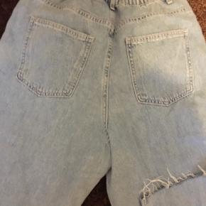Cropped baggy jeans. Bukse længde 95cm