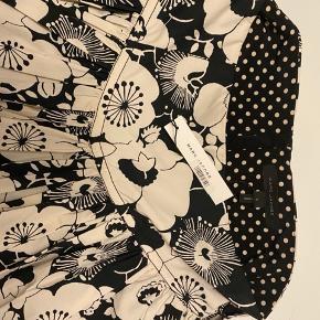 Marc Jacobs super flot nederdel  Mange fine detaljer Sidder super godt  Str US 2 = 36 DK Ny med mærke