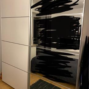 Skyldedøre til PAX garderobeskab fra IKEA. Fejler ikke noget, almindelig brugspor. Skal hurtigt af med dem.  Kom med er bud.