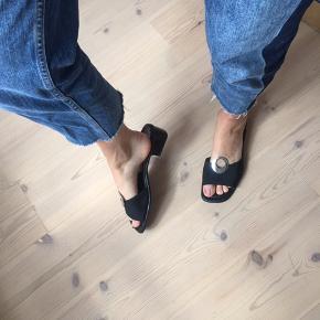 Lækre flade sko med tyk hæl, er en stor størrelse 42.