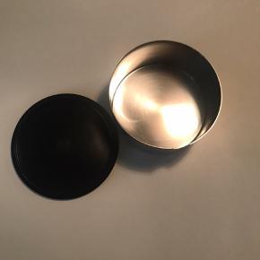 Sælger min Stelton sukkerskål i børstet stål - brugt meget minimalistisk og fremstår som ny :-)