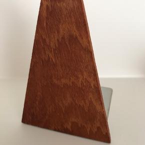 Bogstøtte i teaktræ Mål: 9x12 cm