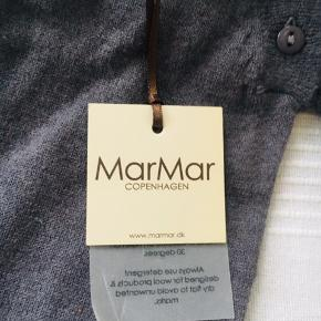 Helt ny MarMar dragt i lækker blød uld. Sælges kun, idet den var købt til gave men i forkert str. Stadig med prismærke . Nypris 449,- Nu kun 200 :-)