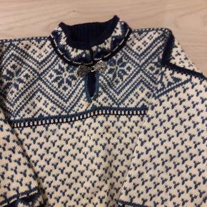 Så fin strikke sweater fra Dale of Norway. Str. 6år.