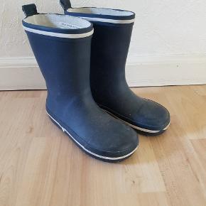 77637f37264 VRS blå gummistøvler str 27 sælges. Brugt meget lidt, da sønnens fødder  vokser alt