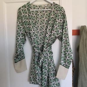 Fin kimono med bindebånd