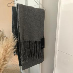 Lækkert nyt designers remix tørklæde!