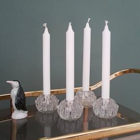 Fire flotte franske glasfakirer her anvendt som lysestager. Mange anvendelsesmuligheder for en kreativ sjæl med forkærlighed for vintage boligindretning 😍♻️💛