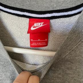 Flot nike sweatshirt str. M - brugt meget lidt!  BYD!