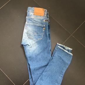 Lækre jeans fra Pieszak str 26/32 Med stretch  Flot stand. Brugt få gange. Bytter ikke.