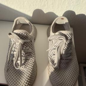 37 1/3 !! Sålerne er blevet smidt ud - og i den ene sko er en plet bag i - kan ikke ses udenfra !! Prisen er derfor så lav - fast pris uden fragt !  - brug gerne køb nu funktion !!