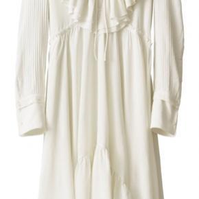 Smuk smuk kjole fra H&M Studio  Aldrig brugt  Kom med et bud   Kan afhentes i Aalborg/Gug eller sendes på købers regning med DAO