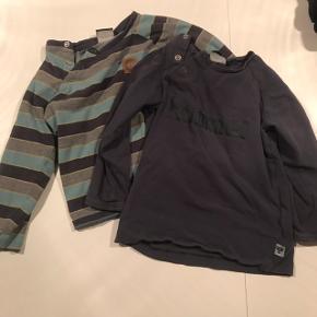 2 stk. langærmede t-shirts fra Hummel. Fejler intet. 1 stk. i mørkeblå med tekst foran 1 stk. i stribet Begge str. 86