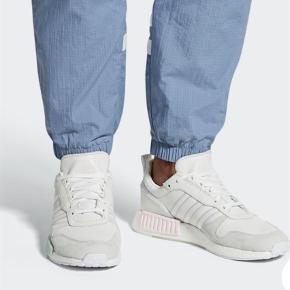 Varetype: Sneakers Størrelse: 41 1/3 Farve: Hvid Oprindelig købspris: 1199 kr. Mp: 650,- pp  Adidas Rising STARXR1