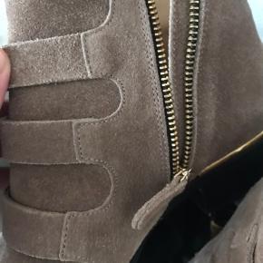 Flotteste støvle, i ægte ruskind.