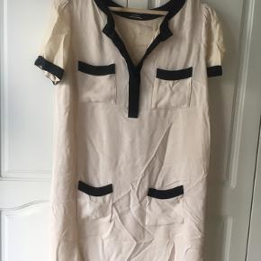 By Malene Birger kjole i. Mener det er silke.