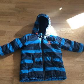 Hummel vinter jakke, god sim extra jakke, slidt men stadig varm og god.