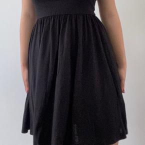 Sort No shoulder kjole. Skriv privat for flere billeder og detaljer. Prisen kan forhandles. 3 for 2 på hele min profil.