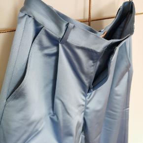 Super fede culotte-bukser fra Custommade i den lækreste, fede satin. Aldrig brugt, kun prøvet på, men uden tags.