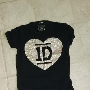 T-shirt med hjerte med One direktion logo i sølvglimmer