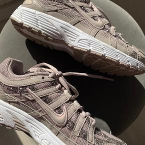 Nike sneakers Størrelse 36  Næsten som nye