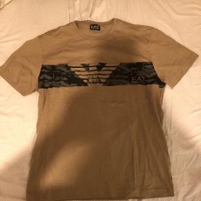 Har denne flotte trøje som jeg vil sælge da jeg ikke kunne passe den det er en xxl den er lille i størrelsen