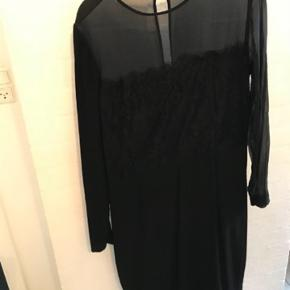 Fin kjole, klæder desværre ikke mig. Den er lige købt herinde. Pæn stand BYD