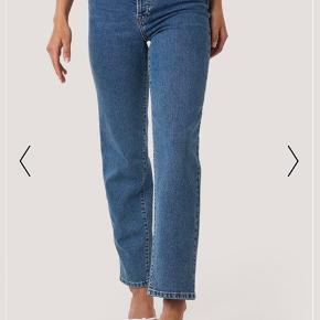 Sælger disse super fine straight high waist jeans fra Nakd, da de er blevet for store til mig.   De er en størrelse 42 og fitter også en original størrelse 42.   Bukserne er brugt meget få gange og har ingen tegn på slid.   Sælger også bukserne i en størrelse 40