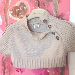 Som ny total lækker crop top cardigan, kan pifte enhver outfit op   Helt igennem lækker luksus, np 1600 kr og sælgers derfor ikke i H&M priser 😉🙃  CwF numret, kvittering kan fremvises   K8