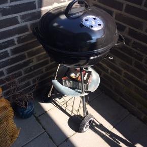 Baker grill 47Ø kun brugt 2 gange sidste sommer. Nypris 269,-  Grillstarter og tændbriketter medfølger