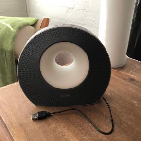 Sød lille bluetooth højtaler sælges billigt. Meget lidt brugt og i fin stand.
