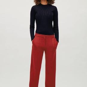 Sælger disse lækre bukser fra COS, da jeg ikke får dem brugt. Har haft dem på meget få gang, og de har derfor ingen tegn på slitage.