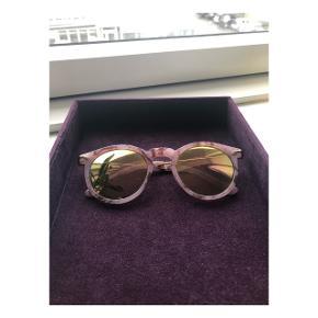 Flotte lyserøde 'marmor' solbriller købt på ASOS 🤩  Sender med DAO (køber betaler fragt) eller kan afhentes i Valby eller på Amager efter aftale 📦📍