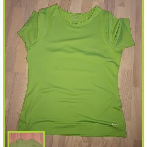 Limefarvet Reebok bluse str. 46 Brystmål 104 cm Længde 69 cm Ikke brugt Pris 80,- pp