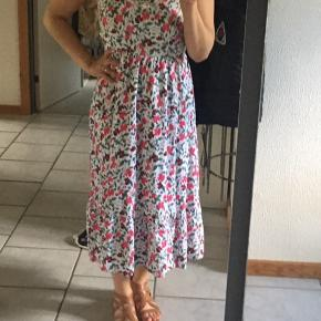 Multi colored floral pattern dress by Old Navy.  It's in excellent condition.  The straps are adjustable .  It's very pretty but I have so many dresses that I'm trying to downsize.