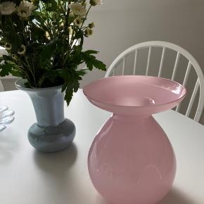 Smukkeste vintage vase i lyserød, ingen tegn på slid 🌸 Bud ønskes