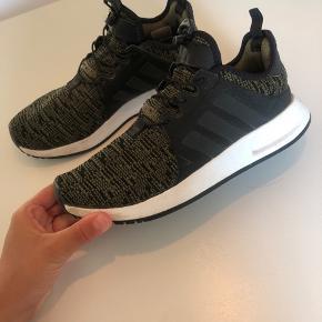 Adidas sko i str. 37 1/3 Jeg bruger normalt selv str. 37 1/2-38 og de passer mig fint