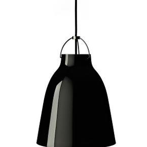 Brand: Lightyears Varetype: Caravaggio P2 Blank Sort lampe / pendel m. sort ledning Lightyears Størrelse: P2 Farve: Sort Oprindelig købspris: 2600 kr.