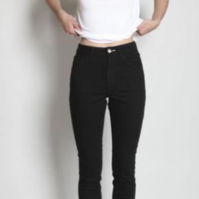 """Rigtig fine """"Acne Studios""""  jeans, de fejler intet er brugt i en periode men er i perfekt stand, de sidder virkelig flot.  Str: 24/32 Nypris: 1000kr Mindste pris 250kr  Sender gennem TS på købers regning😅."""