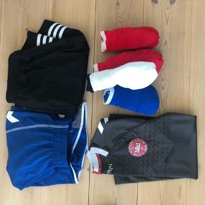 Lidt forskelligt fodboldtøj - 4 par Hummel strømper - et par Hummel shorts str s - et par adidas shorts str s - en landsholds målmands t-shirt str xs-s