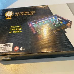 Splinternyt, uåbnet bordfodbold med LED lys Købt for 699,-