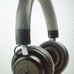 Lækre TOUCHit headphones fra SACKit!  Ny pris 1500, aldrig brugt, stadig pakket ind. Vandt dem sammen med en veninde, men det er lidt svært at være to om at dele et par headphones😅Derfor sælges de.