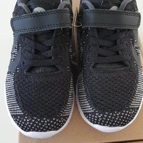 Helt nye actus knit jr sneakers. Virkelig lette og fleksible sko Nypris 500 kr  Har et par magen til str 29