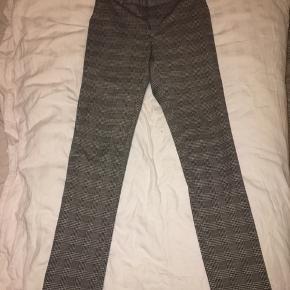 Neo noir bukser, Xs, kan også passes af en Small. Bytter IKKE, sender gerne flere billeder af varen. Prisen er ikke fast, så byd endelig. Mængde rabat gives hvis du er interreseret i at købe flere ting.