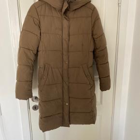 Vinterjakke fra H&M sælges da den ikke bruges. God stand, men brugt :-)